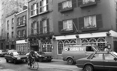 Bartley Dunne's, Stephen's Street 1984 Memories of my NCAD Kildare St days Dublin Street, Dublin City, Old Pictures, Old Photos, Gone Days, Old Irish, Photo Engraving, Dublin Ireland, Birthday Photos