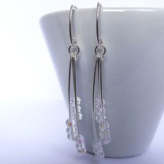 brincos em fio de prata com cristais transparentes