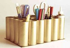 If you have collected tons of toilet paper rolls then you shouldn't miss these Brilliant DIY Toilet Paper Roll Crafts That Will Impress You. Do It Yourself Baby, Pot A Crayon, How To Make A Pom Pom, Toilet Paper Roll Crafts, Toilet Roll Craft, Diy Paper, Paper Towel Rolls, Fun Crafts, Projects