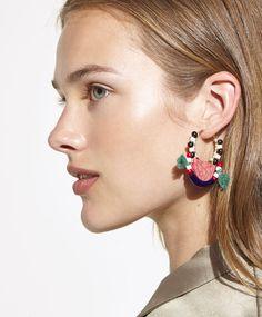 Boucles d'oreilles ethniques, 12.99€ - Boucles d'oreilles anneaux ethniques. Anti-allergies. Fait main. - Tendances printemps été 2017 en mode femme chez OYSHO online.