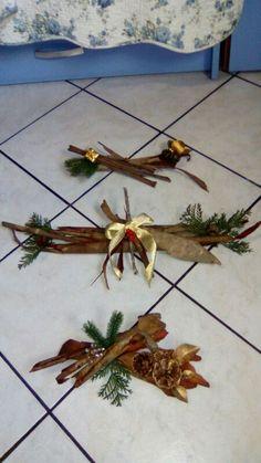 Decori natalizi .. realizzati a mano cn corteccia  foglie e pigne