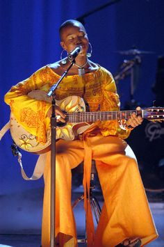 The talented & always beautiful India Arie Black Girl Magic, Black Girls, Aries Aesthetic, India Arie, Afro, Vintage Black Glamour, Guitar Girl, Neo Soul, Music Pics