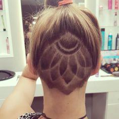 #backcut #mandala #mandalabackcut #longhair #razor #razorart #hairart #barbergirl