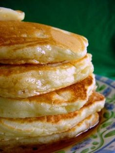 Petes Scratch Pancakes Recipe - Food.com (sorry, obviously new moms need pancakes or maybe I just like pancakes a lot!)