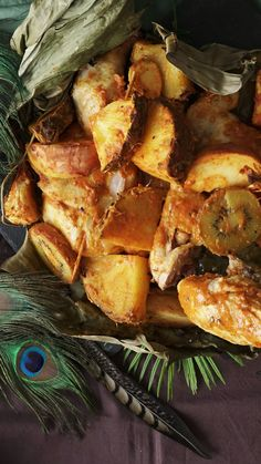 Jungle Chicken, recipes, With sweet pineapple and a curried yogurt marinade, this is roasted chicken like you& never tasted. Source by tastemade. Meat Recipes, Chicken Recipes, Cooking Recipes, Healthy Recipes, Healthy Drinks, I Love Food, Good Food, Yummy Food, Tasty Videos
