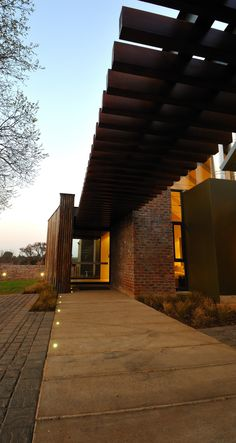 House Uys in Pretoria, South Africa. This is a single storey home built in a… Wood Structure, Storey Homes, Pretoria, Residential Architecture, Beams, South Africa, Facade, Building A House, Golf Courses