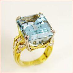 Aquamarine & Diamond Ring / 22.52ct aquamarine / 18kt yellow gold and platinum