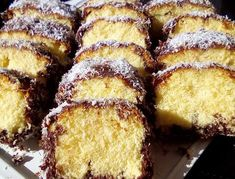 Κέικ βουτηγμένο σε σοκολάτα και καρύδα !!! Greek Sweets, Greek Desserts, Greek Recipes, Light Recipes, Cookbook Recipes, Cake Recipes, Dessert Recipes, Cooking Recipes, Sweets Cake
