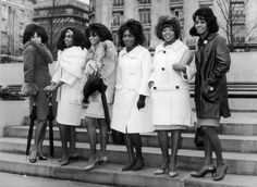 The Supremes L-R Florence Ballard, Mary Wilson and Diana Ross with Martha and The Vandellas L-R Betty Kelly, Rosalind Ashford and Martha Reeves during The Motown Revue in London, England 1965 Mary Wilson, Tamla Motown, Vintage Black Glamour, Vintage Style, Black Actors, I Love Music, Diana Ross, Black People, Black Is Beautiful