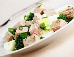 Tuna, Broccoli and Spinach Salad! Spinach Salad, Bloody Mary, Tahini, Tuna, Broccoli, Potato Salad, Zucchini, Nutrition, Healthy Recipes