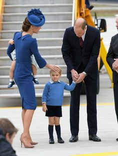 Princess Kate being protective over Prince George!!! Now that's beautiful!!!!
