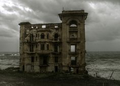 The Maison Hantée at Rais Hamidou - This building, on the road on the Mediterranean from Algiers to the west, was blown up by the OAS during the Algerian war of independence. Abandoned Castles, Abandoned Mansions, Abandoned Places, Spooky Places, Haunted Places, Old Buildings, Abandoned Buildings, Magic Places, Scary Houses
