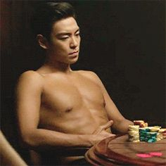 """ A shirtless Choi Seunghyun """