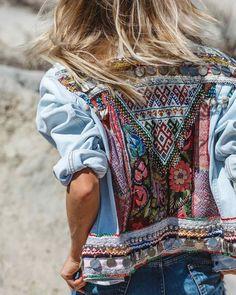 DIY Veste en jean à empiècement et brodée DIY Denim Jacket with Insert and Embroidery