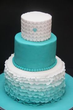 tiffany blue wedding cake but instead of white do coral
