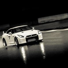 Black & white Nissan epic photo!