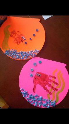 Aquarium Fingerfarbe Fingerfarbe The post Aquarium Fingerfarbe appeared first on Knutselen ideeën. Daycare Crafts, Classroom Crafts, Ocean Crafts, Baby Crafts, Beach Themed Crafts, Infant Crafts, Craft Activities For Kids, Preschool Crafts, Kids Crafts