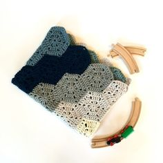So sweet!! A Chunky Hexi Baby Blanket in organic merino wool. Choose your favorite colors! Custom made for you.