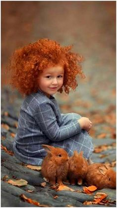 Tawny burgundy, what a nice match with the beautiful red hair of the girl. Fauve de bourgogne, what a nice match with the beautiful … - Beautiful Children, Beautiful Babies, Precious Children, Little People, Little Girls, Cute Kids, Cute Babies, Baby Animals, Cute Animals