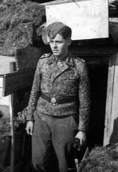 Pictured here is the Dutch volunteer SS-Hauptscharführer Gerardus Mooyman, who won his Knight's Cross on 20 February 1943 for destroying 13 Soviet tanks on 13 February 1943 with his 75mm anti-tank gun. He served as an anti-tank gunner in the Volunteer Legion Nederland (Freiwilligen Legion Niederlande) on the Leningrad front.
