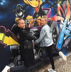 Lisa and Lena Germany Best Sister, My Best Friend, Best Friends, Lisa Or Lena, Musically Star, Best Pal, Famous Stars, Photos, Pictures
