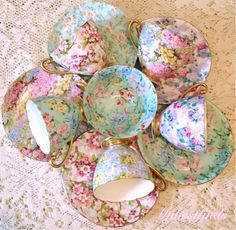 Mixed Shelley chintz cups and saucers Vintage Dishes, Vintage China, Vintage Tea, Tea Cup Saucer, Tea Cups, Teapot Cookies, Coffee Cup Set, China Tea Sets, Teapots And Cups