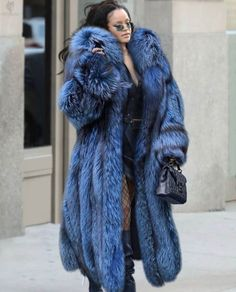 Rihanna Outfits, Rihanna Style, Rihanna Photoshoot, Rihanna Riri, Fashion Idol, Fur Fashion, Long Fur Coat, Bella Hadid Outfits, Fox Coat