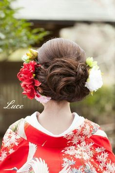 Love this hairstyle for my Japanese themed wedding