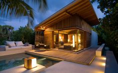 Built in lounge by the pool, beautiful deck & lights Tropical Architecture, Architecture Design, Maldives Villas, Humble House, Bahay Kubo, Luxury Modern Homes, Picture Places, Fish House, Hawaii Homes