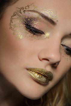 karneval schminke goldene lippen schöne augenschminke
