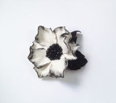 Nice idea with borders and rhinestones Bride Flowers, Flowers In Hair, Black Leaves, Wonderful Flowers, Bridal Sash, Leather Flowers, Hand Shapes, Leather Accessories, My Flower