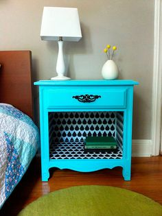 Revive an old bedside table with wall decals! This DIY tutorial is so fun. Old Furniture, Repurposed Furniture, Furniture Projects, Furniture Makeover, Painted Furniture, Diy Projects, Furniture Refinishing, Vintage Furniture, Bedside Table Makeover
