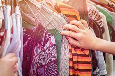 Jokainen suomalainen tuottaa vuosittain noin 10 kiloa tekstiilijätettä. Kaatopaikoille päätyy edelleen myös kierrätyskelpoisia vaatteita. Ensi vuoden alusta alkaen orgaanista jätettä, esimerkiksi vaatteita ja kodintekstiileitä, ei enää saa viedä kaatopaikalle. Se pitää joko kierrättää tai, kuten osassa kunnista tehdään, polttaa energiaksi.