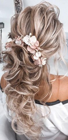 72 Best Wedding Hairstyles For Long Hair 2019 48 Our Favorite Wedding Hairstyles For Long Hair ❤ favorite wedding hairstyles long hair half up half down volume curly texture and pink flowers tatistylespb Wedding Hairstyles For Long Hair, Wedding Hair And Makeup, Up Hairstyles, Pretty Hairstyles, Long Hair Wedding Styles, Trendy Wedding, Voluminous Hair, Wavy Hair, Half Up Half Down Hair