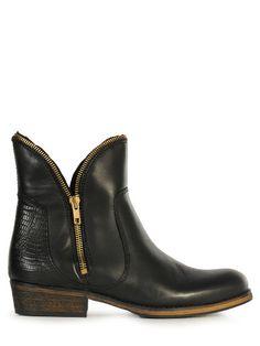 Bronx Ankleboot Low in der Farbe black,hochwertiges Leder,dekorativer Reißverschluss,die Logoprägung ist seitlich zu sehen,genagelter Absatz,leicht profilierte Laufsohle,lederne Innensohle,Absatzhöhe ca.3.5cm,Wir haben für dich anprobiert. Der Schuh fällt normal aus!
