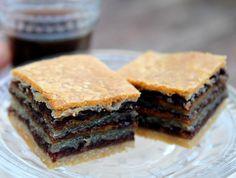 מתכון לחיתוכיות לוטוס וקפה: עוגיות טעימות ופשוטות של בצק פריך עם שוקולד, ממרח לוטוס וקצת נס קפה. לזה אנחנו קוראים שילוב שנוצר בגן עדן