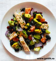 Salata cu avocado, somon si fasole rosie / Avocado, salmon, red beans salad.