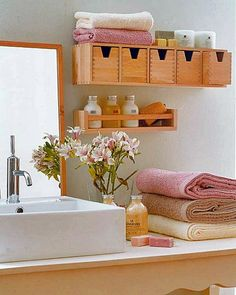 Selecionei algumas fotos com aqueles detalhes que fazem a diferença na decoração de banheiros e lavabos, mostrando o cuidado com a beleza e bem estar mesmo nos menores espaços. Aproveite!