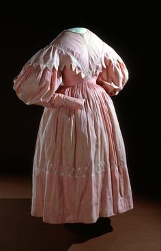 Day dress (c. 1832) (ENGLAND) Medium cotton Place/s of Execution (England)Accession Number D125-1974
