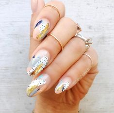Nail art is a very popular trend these days and every woman you meet seems to have beautiful nails. It used to be that women would just go get a manicure or pedicure to get their nails trimmed and shaped with just a few coats of plain nail polish. Spring Nail Art, Spring Nails, Nail Art Abstrait, Hair And Nails, My Nails, Work Nails, Shellac Nails, Stiletto Nails, Glitter Nails