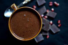 Śliwka w czekoladzie do picia, czyli gorąca czekolada z suszoną śliwką. Z trzech składników możecie w kilka minut wyczarować gęsty, gorący, czekoladowo-śliwkowy napój:) Wykonanie: Śliwki zalewam gorącą wodą na noc (lub na min. 2 godziny). Blenduję razem z wodą, w której się moczyły i z jedną szklanką mleka roślinnego. Przelewam do garnka, dodaję połamaną czekoladę […]