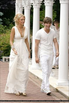 If ever I get married, this is the type of dress I'd like.  Simple and beautiful.