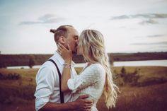 Bröllopsfotograf i Småland Girl Couple, Love Couple, Jonna Jinton, Mountain Style, Yes To The Dress, Tartan, Sweden, Boho Fashion, Best Friends