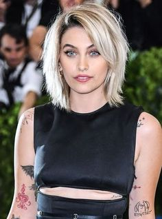 Paris Jackson Shared A Rare Photo Of Her Brother Blanket + Paris Jackson, Mom Hairstyles, Haircuts For Fine Hair, Pretty Hairstyles, Hair Day, New Hair, Medium Hair Styles, Short Hair Styles, Pelo Bob