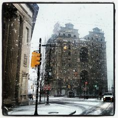Roads bad already. Divine Lorraine broad and Fairmount #Philly #Snow #fb I'm in my Enclave. - Photo by @Philly ChitChat