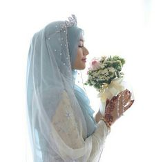 Love this colour,baby blue wedding hijab ~ photo by shazlishots