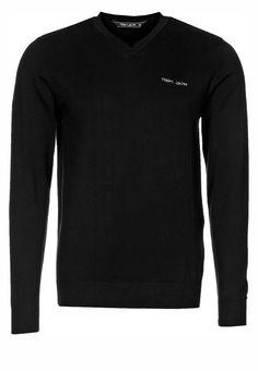 Schwarz ist immer eine gute Wahl! Dieser V-Neck Pullover aus weichem Baumwollstrick von Teddy Smith ist eines dieser Basics, die man einfach im Kleiderschrank braucht. Schlicht, zeitlos und stilsicher!
