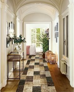 Another epic hallway runner and cleaver pattern  #home #homedecor #homedecorating #rugs #interior #interiordesign #texture #vintage #vintageprint #patterns  #livingroom #familyroom #bedroom #masterbedroom #office #officespace #homeoffice #color #bold #instagood #instahome #inspiration #rughome