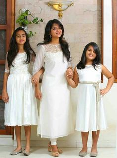 Mom and Daughter Matching Party Wear Dresses - Indian Fashion Ideas Frock Patterns, Kids Dress Patterns, Mom Daughter Matching Dresses, Churidhar Designs, White Frock, Mother Daughter Fashion, Girls Frock Design, Frocks For Girls, Kids Frocks