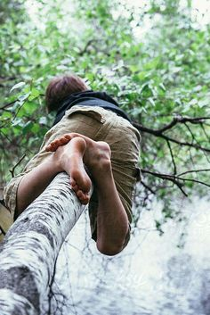 Eliáš climbing a tree Barefoot Kids, Going Barefoot, Young Cute Boys, Kids Photography Boys, Photo Reference, Simple Pleasures, Beautiful Boys, Boy Fashion, Little Boys